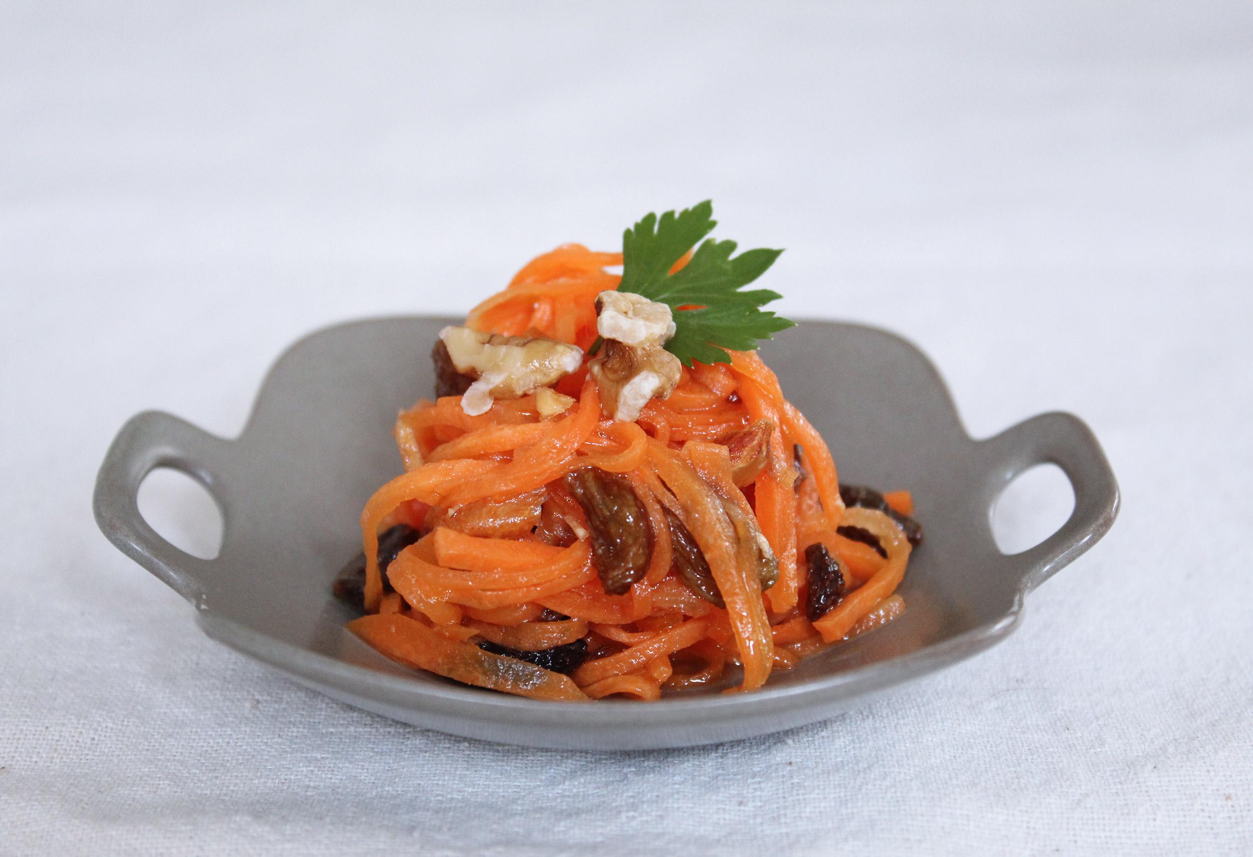 お弁当おかず「キャロットラペ」-こどもが大好きな人参・レーズン・マーマレード・クルミでオシャレなにんじんサラダ