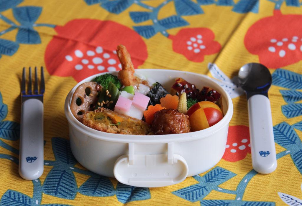 鶏つくね&南瓜コロッケと天むすのお弁当 – 年少さんの和風おこさま弁当
