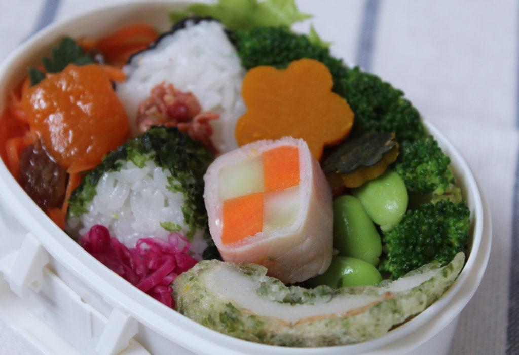 磯辺揚げと生ハム野菜巻きソテーとおにぎりのお弁当