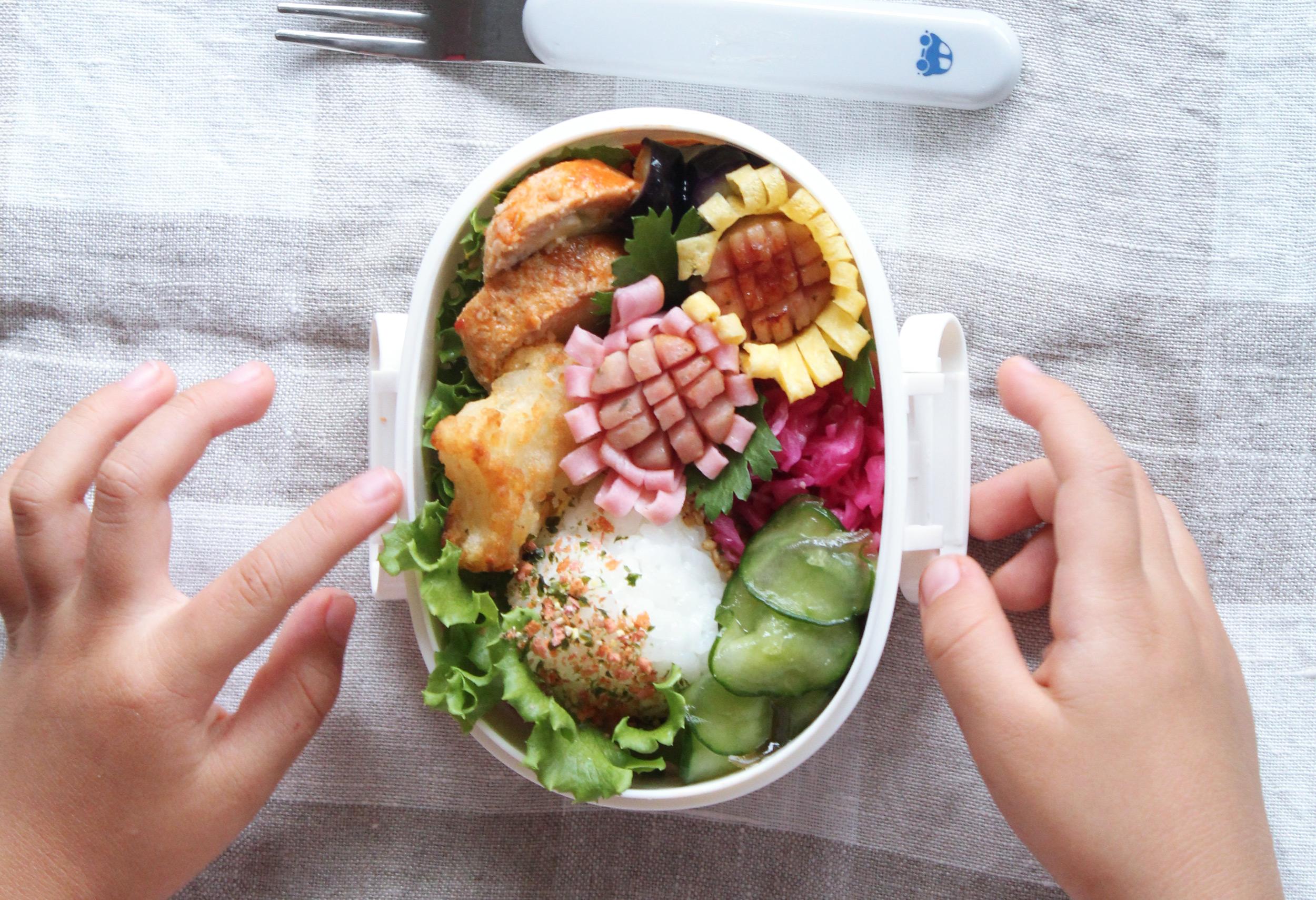 ウインナーのひまわり-簡単な飾り切り-卵とハムでお弁当に