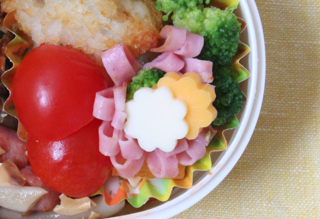 海老グラタン&ベーコンしめじとミニ丸おにぎりのお弁当– 年少さんの洋風おこさま弁当