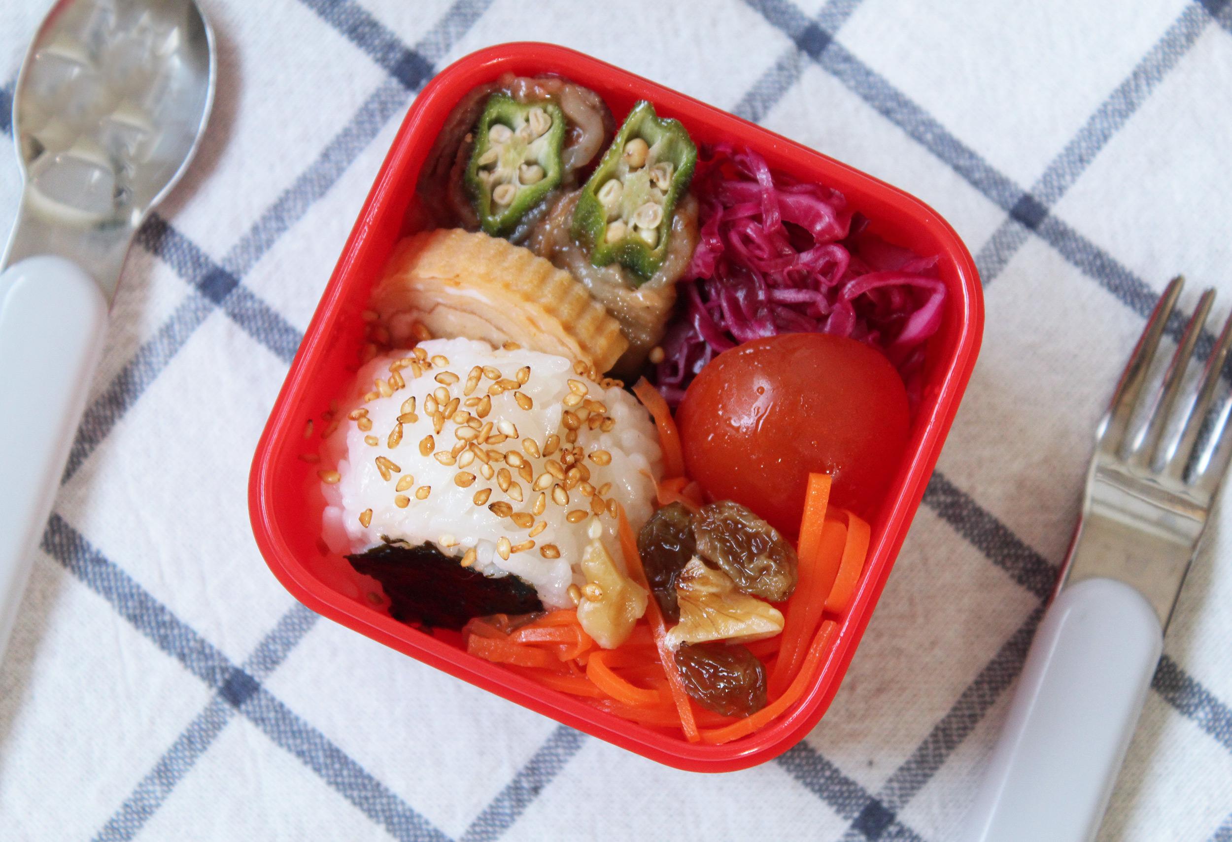 オクラの肉巻き&二色ラペで鮮やかに-幼稚園年少さんのお弁当