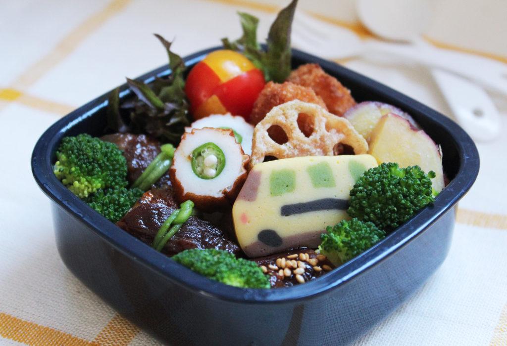 食欲の秋にピッタリな「肉巻きおにぎり」のお弁当