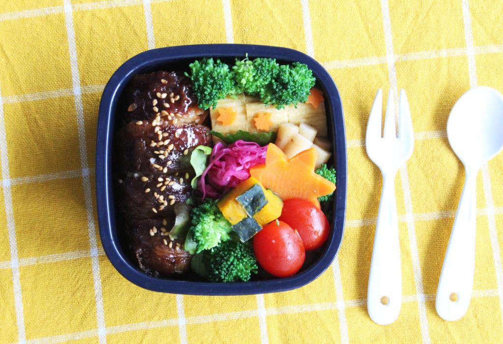 肉巻きおにぎり - 秋のお弁当の詰め方と盛り付けのコツ - 幼稚園年少さん