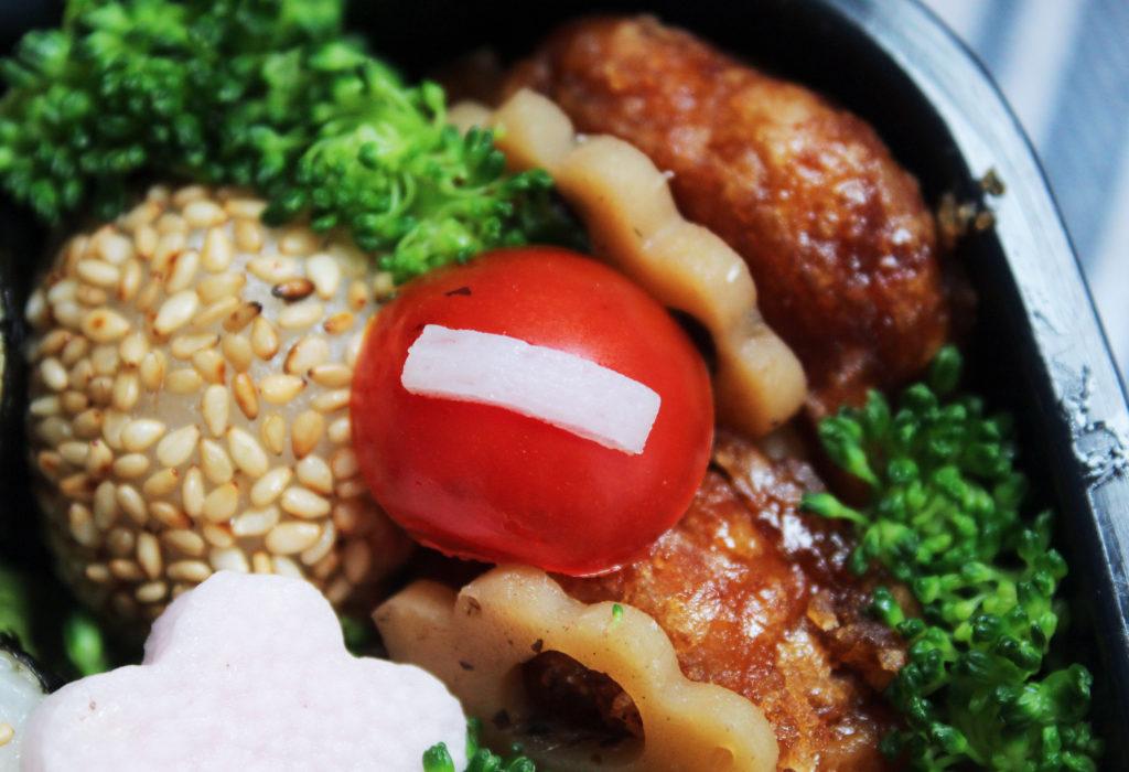 信号と標識が入った!特製トミカ弁当 - お弁当の詰め方と盛り付けのコツ - ピクニックにもおすすめ