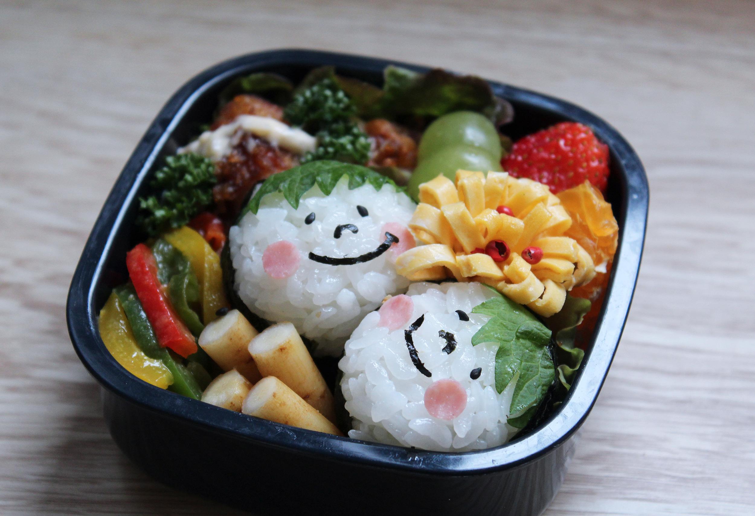 ふたごのお顔おにぎり - お弁当の詰め方と盛り付けのコツ - ピクニックにもおすすめ